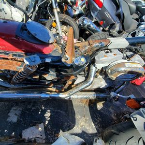 harley 883 cc 2007 in storage project export or parts fix other years good engine complete bike $ 750 mire la información listada for Sale in Miami, FL