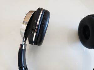 Perfect conditions and great beat Wireless bluetooth Headphone for Sale in Alexandria, VA