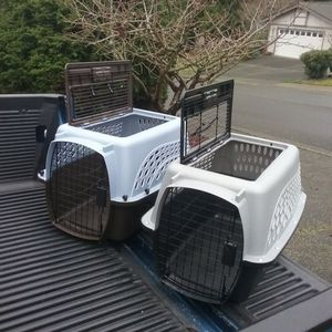 """Small Dog Cat Kennel Crate Carrier Like New 24"""" L by 10"""" W by 10"""" H $25 Each for Sale in Federal Way, WA"""