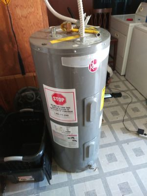 30 gallon electric water heater for Sale in Fresno, CA