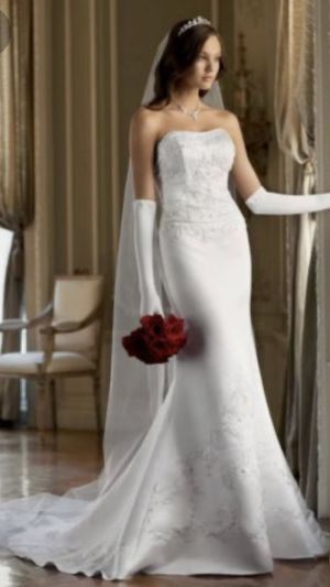 Beautiful White Wedding Gown Size 6 for Sale in Livermore, CA