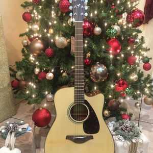 Yamaha Fgx800c Electric Acoustic Guitar for Sale in Bell Gardens, CA