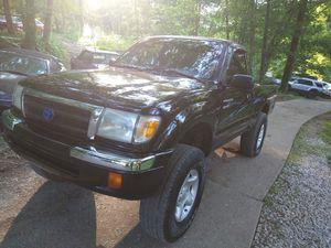 98 4- Wheel Drive Toyota Tacoma for Sale in SO CARTHAGE, TN