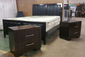 Queen bed frame and 2 nightstands for Sale in Arlington, TX