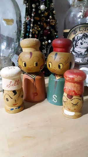 Vintage Wooden S&P Shakers for Sale in Hillsville, VA