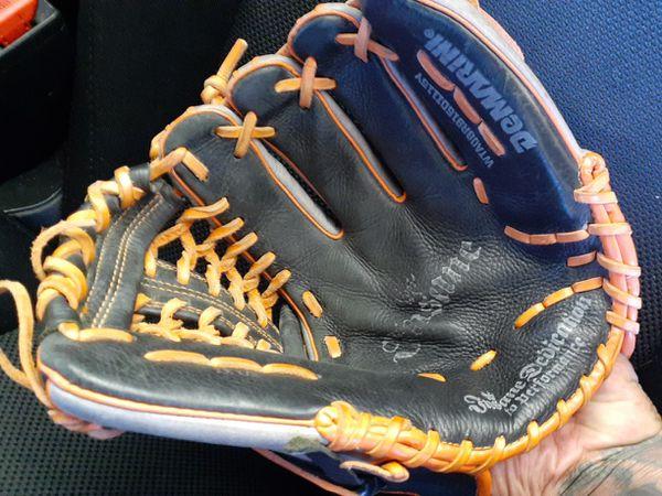 """Demarini 11.5"""" ball glove"""