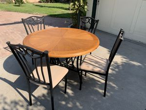 DINING METAL TABLE for Sale in Fresno, CA