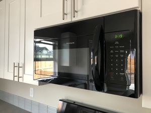 Frigidaire Microwave 1.6 cu ft (new) for Sale in Vancouver, WA