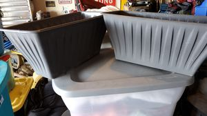 2 planters plastic for Sale in Atwater, CA