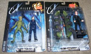 X-Files Collectibles Set for Sale in Gaithersburg, MD