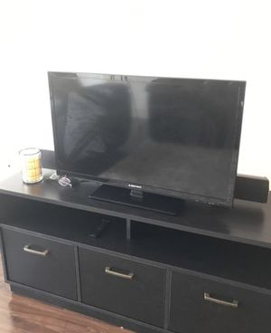 32 inch tv w/remote for Sale in Westminster, CO