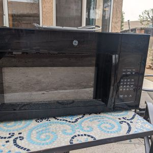 GE Undermount Microwave, Mfd 2016, Close To Perfect Condition, Works Perfectly! for Sale in Menifee, CA
