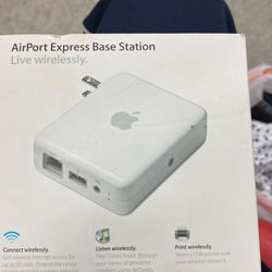 Apple AirPort AirTunes Express Wireless N Router, A1084, M9470LL/A Used With Box for Sale in Denver,  CO