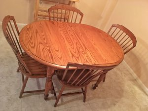 Kitchen Table + 4 Chairs + 2 Leaf Inserts (expandable) Wood $125 Cash / Pickup Only for Sale in Brooklyn, NY