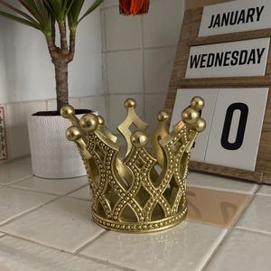 Crown Plant Pot for Sale in Palm Springs, CA