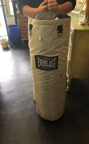 Everlast punching bag for Sale in Lynn, MA