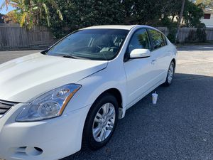 2010 Nissan. Altima Extra clean leather interior back up camera for Sale in Harvey, LA