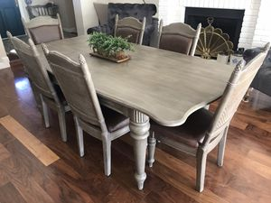 Stunning 6 chairs leather upholstered dining set for Sale in Gilbert, AZ