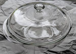 2 Quart Round Pyrex Dish w/lid for Sale in Puyallup, WA