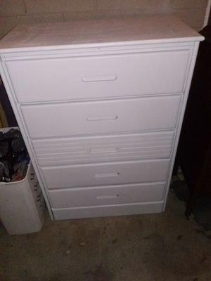 5 drawer dresser for Sale in Phoenix, AZ
