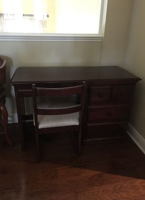 Wooden desk for Sale in Palm Beach Gardens, FL