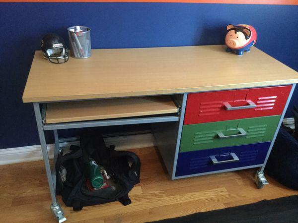 Locker desk
