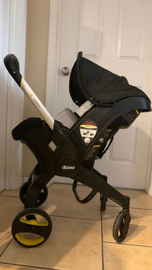 Doona Infant Car Seat / Stroller WITH Latch Base (Black-Used) for Sale in San Jose, CA
