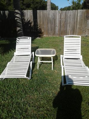 2 pool lounge chairs for Sale in Dunedin, FL
