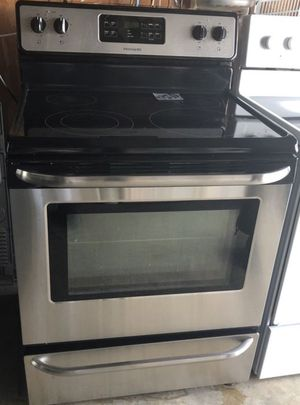 frigidaire stove for Sale in Boynton Beach, FL