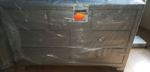 4pc queen bedroom set for Sale in St. Louis, MO