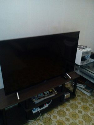 tcl 43s405 43-inch 4K UHD Roku smart led tv for Sale in Morada, CA