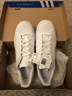 Superstars Adidas triple white size 10 Men for Sale in Queens, NY