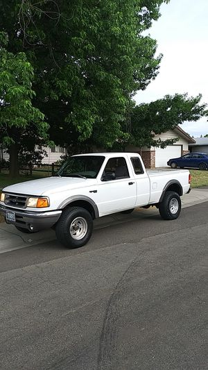 1996 Ford Ranger XLT Extended Cab V6 4 x 4 AC cold excellent condition 200k miles. New baby forces sale for Sale in Sacramento, CA