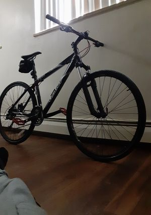 Mens red, bland white Giant Yukon mountain bike/road bike for Sale in Denver, CO