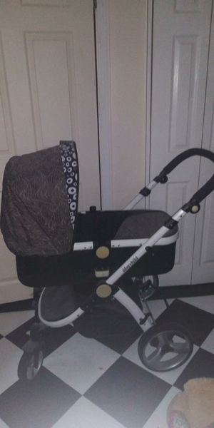 Brand name uberchild car seat and stroller from the u.k. brand new never used for Sale in Fall River, MA
