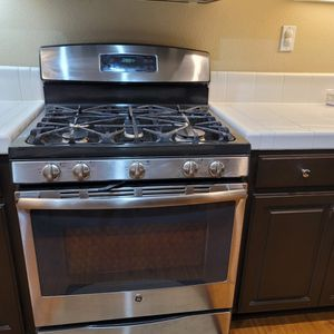 GE Stainless Steel Stand Free Gas Range - 5 Burner for Sale in Suisun City, CA