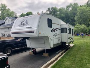 2004 Prowler Regal 5th Wheel Camper for Sale in Rocky Hill, CT