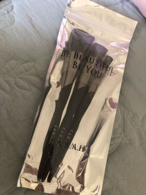 *BRAND NEW* 3 F.A.R.A.H. Makeup Brushes for Sale in San Diego, CA