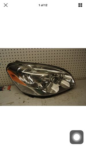 2006 2011 Buick LUCERNE Right Side Headlight OEM for Sale in Gardena, CA