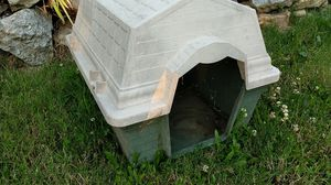 Dog house good condition for Sale in Lynnwood, WA