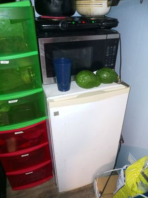 Microwave fridge for Sale in Clearwater, FL