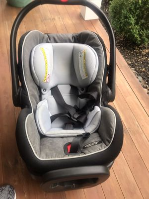 Snugride 35 graco baby car seat- must sell for Sale in North Andover, MA