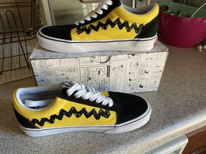 Brand new Charlie Brown Vans women's shoes size 6 for Sale in Moreno Valley, CA