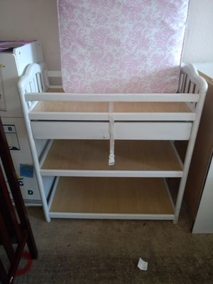 Changing table with drawers for Sale in Austin, TX