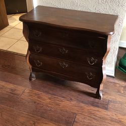 Antique Small 3 Drawer Chest for Sale in Rowlett,  TX