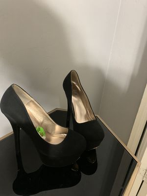 Black heels gold plate on the bottom for Sale in Lehigh Acres, FL