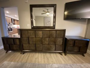 Bedroom Dresser w/mirror & 2 nightstands set for Sale in San Diego, CA