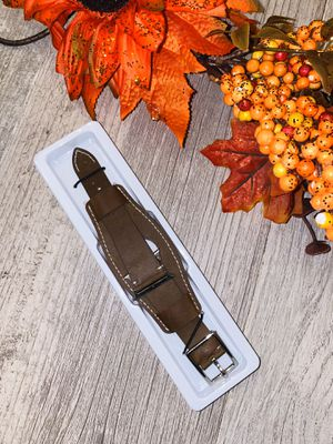 Leather brown 38mm Apple wrist band for Sale in San Fernando, CA
