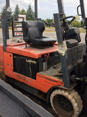 Toyatoa tow motor electric for Sale in Worthington, OH