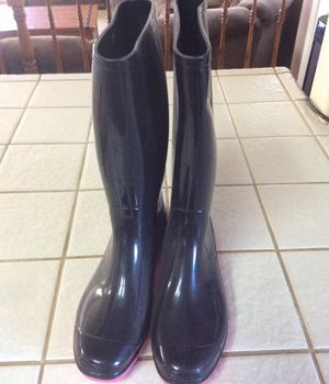 Rainboots size 8 for Sale in Hesperia, CA